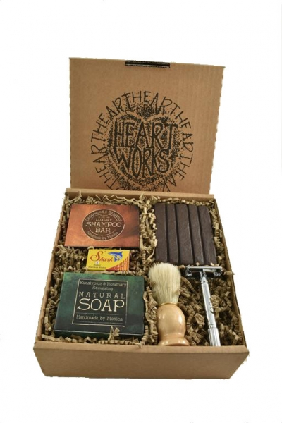 Gift shaving set natural shampoo, soap and shaving kit