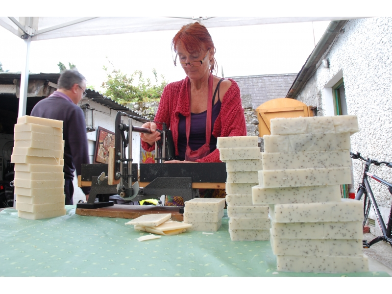cutting-the-soap-in-small-batches-by-hand